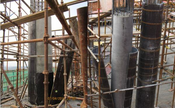 مرحله آخر برداشتن قالب بتن ستون گرد با وارد کردن یک شوک است از ابزار برای تخریب آن استفاده نکنید