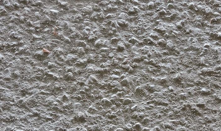 تاثیرات باران بر روی بتن که باعث پیدا شدن سنگدانه های بتن می شود